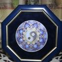 Selyemmandala kék yin yang szimbólummal, Dekoráció, Képzőművészet, Otthon, lakberendezés, Kép, Selyemfestés, Nyolc szögletű selyem mandala keretezve. A mandala yin yang  szimbólumot ábrázolja , ami egyensúly ..., Meska