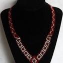 Rombusz-mintás nyaklánc, Ékszer, Nyaklánc, Ékszerkészítés, Gyöngyfűzés, Ez a nyaklánc az egyszínű ruhák kiváló kiegészítője, viseld minden nap! Nyaklánc bordó és ezüst cse..., Meska