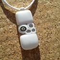 Fehér kapszula medál, Ékszer, Medál, Nyaklánc, Üvegolvasztással készült medál, melyhez moretti üveget és millefiori gyöngyöt használtam f..., Meska