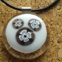Fekete-fehér medál, Ékszer, Medál, Nyaklánc, Üvegolvasztással készült medál, melyhez moretti üveget és  millefiori gyöngyöt használtam ..., Meska