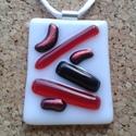 Piros-fekete irizálómedál, Ékszer, Nyaklánc, Spektrum üvegből, üvegolvasztással készült medál. Mérete 3,4x3.8 cm, fehér selyemszálon. Kívánságra ..., Meska