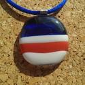 Kék-piros csíkoska medál, Ékszer, Nyaklánc, Medál, Üvegolvasztással készült medál,  melyhez üvegrudat használtam fel.  Átmérő: 3 cm (akasztó..., Meska