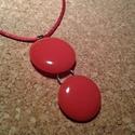 Nagy piros füzér medál, Ékszer, Medál, Nyaklánc, Üvegolvasztással készült medál, melyhez bullseye  üveget használtam fel.    A medál teljes hossza ca..., Meska