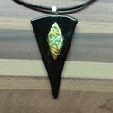 Irizáló fekete medál, Ékszer, Nyaklánc, Üvegolvasztással készült medál, melyhez bullseye üveget használtam fel. Mérete: 2,7x5 cm,  s..., Meska