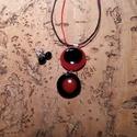 Piros-fekete füzér  medál és füli, Ékszer, Medál, Üvegolvasztással készült medál, melyhez morettiüveget használtam fel. Egy üveg átmérője c..., Meska
