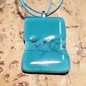 Türkiz-kék csillogó háromszögek medál, Ékszer, Fülbevaló, Ékszerszett, Nyaklánc, Üvegolvasztással készült medál, melyhez spektrum  üveget használtam fel. A medál mérete ca...., Meska