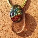 Gyűrött irizáló medál, Ékszer, Nyaklánc, Medál, Üvegolvasztással készült medál,  melyhez bullseye alapüveget és irizáló üveget használtam..., Meska
