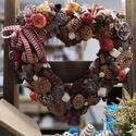Karácsonyi ajtódísz., Dekoráció, Otthon, lakberendezés, Ünnepi dekoráció, Ajtódísz, kopogtató, Virágkötés, Karácsonyi ajtódísz. Természet színi mellé a klasszikus karácsonyi piros színnel egészítettem ki a ..., Meska