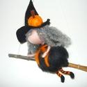 Narancs Boszi, Dekoráció, Nemezelés, Nemezeléssel készült boszi  Tökéletes dekoráció halloweenre a kis elsuhanó seprűs boszorka. Mivel n..., Meska