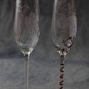 esküvői pezsgős pohark, Esküvő, Nászajándék, Esküvői dekoráció, Egyedi, kézzel gravírozott esküvői pezsgős poharak! Hogy eltérjünk a megszokottól!Az ár egy..., Meska