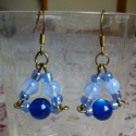 Fülbevaló kék gyöngyökkel, Ékszer, Fülbevaló, Kék gyöngyökből készítettem ezt a háromszög - fülbevalót.  Mérete akasztó nélkül: 2cm, Meska