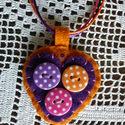 Narancssárga - lila filc nyaklánc pöttyös gombokkal, Ékszer, óra, Nyaklánc, Vidám nyaklánc a színek kedvelőinek. Narancssárga és lila gyapjúfilcből készült, pöttyös..., Meska