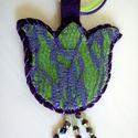 Zöl - lila textil tulipán nyaklánc, Ékszer, Nyaklánc, Medál, Varrás, Zöld és lila gyapjúfilcből, lila csipkéből és gyöngyökből készítettem ezt a medált. Zöld és lila ál..., Meska