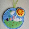 Húsvéti, tavaszi felakasztható filc ajtódísz, Dekoráció, Otthon, lakberendezés, Ünnepi dekoráció, Dísz, Varrás, Hímzés, A nyuszi a hóvirág alá rejtette a hímestojásokat... Használhatod ajtódísznek, bútordísznek, ablakdí..., Meska