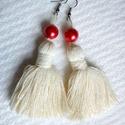 Fülbevaló: fehér bojt piros gyönggyel, Ékszer, óra, Fülbevaló, Ez a fülbevaló fehér bojtból, piros gyöngyből készült, mérete kb. 7cm. Vidám, egyedi visel..., Meska