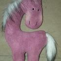 lovacska , Játék, Játékfigura, puha anyagból varrott 25 cm magas lila lovacska, Meska