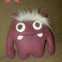 szörnyecske, Játék, Játékfigura, lila szörnyecske, 20x15cm puha anyagból varrva, Meska