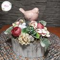 Rózsaszín Madárka Kicsi Szív alakú Dobozban Virágokkal - Tavaszi Asztaldísz, Otthon & Lakás, Dekoráció, Asztaldísz, Virágkötés, Ha könnyed tavaszi hangulatot szeretnél varázsolni az otthonodba, választ ezt az Asztaldíszt! :)   ..., Meska