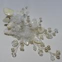 ,Törtfehér , organza virágos , féloldalas fejdísz, Esküvő, Hajdísz, ruhadísz, Esküvői ékszer, Gyöngyfűzés, Ékszerkészítés, Törtfehér,féloldalas menyasszonyi fejdísz.Egyedi ékszer.( Hozzá illő lánc is van .) Anyaga:Kagyló l..., Meska
