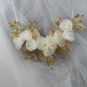 Krém,Ó-arany  lánc, Esküvő, Esküvői ékszer, Gyöngyfűzés, Ékszerkészítés, Ó-arany , krém lánc. Az ékszer anyaga: Textil virág, üveg levél, kristályok  Szín:krém Méret:díszít..., Meska