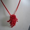 Piros  2 rózsás , bibés lánc, Esküvő, Esküvői ékszer, Különleges menyecske lánc. Az ékszer anyaga, gyöngy, levél,textil virág.  Szín:piros Méret:..., Meska