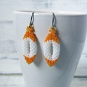 Narancs fülbevaló, Ékszer, Fülbevaló, Miyuki delica üveg gyöngyből készült, peyote technikával. Narancs és fehér színekben  Hossz..., Meska