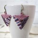 Lila mámor - gyöngy fülbevaló, Ékszer, Fülbevaló, Miyuki delica üveg gyöngyökből készült, peyote technikával. Háromszög, lila árnyalatokkal...., Meska