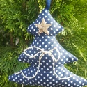 Karácsonyfa kék fehér pöttyös, Dekoráció, Karácsonyi, adventi apróságok, Otthon, lakberendezés, Ünnepi dekoráció, Varrás, Kék fehér pöttyös pamutvászonból varrott kedves dekoráció, fakéregből kivágott csillaggal és lenzsi..., Meska