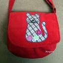 Piros táska, Táska, Válltáska, oldaltáska, Piros cicás kord táska kislányoknak. 19x20 cm, pántja állítható max 100 cm., Meska