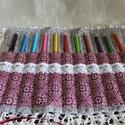 Csipkés textil ceruzatartó , Baba-mama-gyerek, Szépségápolás, Gyerekszoba, Fürdőszobai kellék, Varrás, Ceruzák, tollak, ecsetek vagy sminkkészlet tárolására készült ez a színes tároló. 11 eszköz fér el ..., Meska