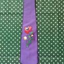 Lila himzett nyakkendő, Ruha, divat, cipő, Kendő, sál, sapka, kesztyű, Egyedi kézzel himzett nyakkendő. A nyakendőt is én készítettem.Rendelhető más  színben is, Meska