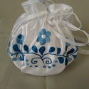 Csodakék mennyasszonyi szütyő, Esküvő, Esküvői dekoráció, Matyó motívummal kék színnel kézzel hímzett mennyasszonyi szütyő. , Meska