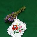 Levendula párnák/AKCIÓ/, Mindenmás, Magyar motívumokkal, Hímzett levendula párnák. Méretűk kb.8x8 cm. A levendula töltet saját termés. 16 g levendula virágot..., Meska