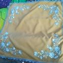 Kék matyó, Dekoráció, Magyar motívumokkal, Mogyoró színű anyagra kékkel hímzett matyó. Mérete 75x75. cm, Meska
