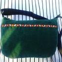 Zöld kordbársony táska, Táska, Válltáska, oldaltáska, Tarisznya, A táska sötétzöld kordbásonyból készült. Az elejére egy virágos szalagot varrtam. A hátul..., Meska
