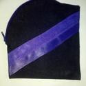 Kék-lila neszesszer, Táska, Neszesszer, A neszesszer sötétkék farmer anyagból készült, jobb oldalon felül lila zippzárral nyílik. A..., Meska