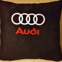 Díszpárna  Audi logóval hímezve, Fekete nubuk hatású szövetből készített dís...