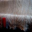 Kézzel kötött gyapjútakaró, Otthon, lakberendezés, Lakástextil, Takaró, ágytakaró, Kötés, 100% birkagyapjóból készült, természetes bézs színű kézzel kötött takaró. Hossza 254 cm, szélessége..., Meska