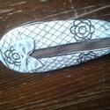 Ceruza és tolltartó, Képzőművészet, Mindenmás, Ruha, divat, cipő, Textil, Cipő alakú.  Varrott technikával készült. 20cm hosszú 9 cm széles, Meska