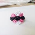 Virágszirom gyűrű, Ékszer, óra, Gyűrű, A gyűrűt 3 színű fonalból készítettem el. Átmérője 18.5 mm. Beldő kerülete 58mm, Meska