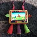 Tablet tartó marslakó :), Baba-mama-gyerek, Baba-mama kellék, Gyerekszoba, Tárolóeszköz - gyerekszobába, Tablet tartó gyerekeknek :) Felcsatolható az autó fejtámlájára, babakocsira, a lábikókat há..., Meska