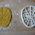Pókember sütemény kiszúró forma, Konyhafelszerelés, Mindenmás, Baba-mama-gyerek, 3D eljárással készült sütemény kiszúró forma.  Mérete a legszélesebb pontjain:8x6,5cm., Meska