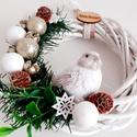 Fehér madaras karácsonyi kopogtató, Fehér vessző alapon natúr,zöld,fehér és aran...