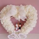 Szív alakú,esküvői kopogtató, A koszorú alapot először fehér szatén szalagg...