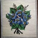 Goblein, Otthon & Lakás, Dekoráció, Kép & Falikép, Hímzés, Kézzel hímzett, kék virágú csokrot ábrázoló goblein falikép. Mérete : 20 cm * 18 cm Keret nélküli. , Meska