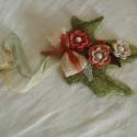 Ajtódísz horgolt virággal, Otthon, lakberendezés, Dekoráció, Dísz, Pamut horgolófonalból készítettem a virágokat és a leveleket is, ami szizál dekorációs alap..., Meska