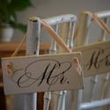 Mr és Mrs feliratos esküvői dekor tábla szett, Dekoráció, Esküvő, Esküvői dekoráció, Festett tárgyak, Esküvői ceremónián alkalmazható dekorációs tábla, mely a menyasszony és a vőlegény székére akasztha..., Meska