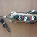 pásztor bicskatok, Férfiaknak, Hagyományőrző ajándékok, Nyers marhabőrből készült, színes pillangókkal díszített. A tok hossza 15 cm, Meska