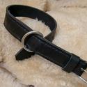 Kutya nyakörv, Állatfelszerelések, Kutyafelszerelés, Kutya nyakörv hasított bivalybőrből készült, kézzel varrott. Méret: hossza: 60 cm, szélessége : 4 cm..., Meska