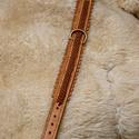 Kutya nyakörv, Állatfelszerelések, Kutyafelszerelés, Kutya nyakörv, hasított marhabőrből készült. Középen szironyozott varrással, réz csipkés csattal. Mé..., Meska